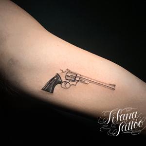 銃のファインライン ・タトゥー
