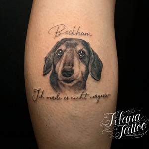 愛犬のファインライン タトゥー