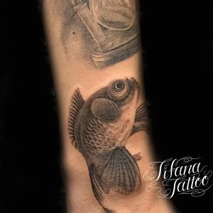 金魚のファインライン ・タトゥー