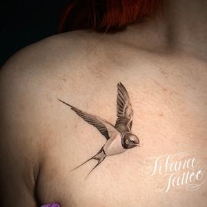 ツバメのファインライン ・タトゥー