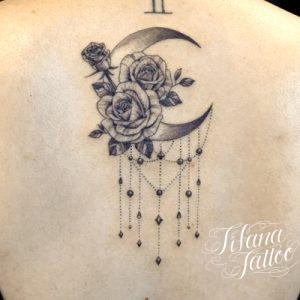 月|薔薇のガールズタトゥー