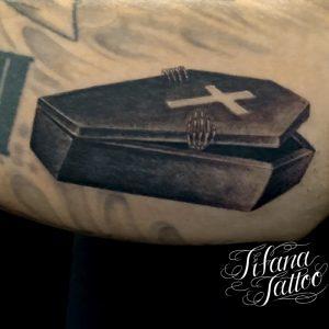 棺のタトゥー