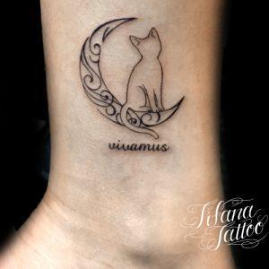 月|猫|文字のタトゥー