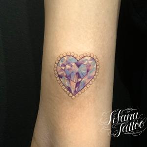 ジュエリー調のハートのタトゥー