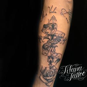 クロス|レタリング|バナー|薔薇のタトゥー