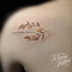 月桂樹のファインライン ・タトゥー