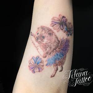 愛犬と花のタトゥー