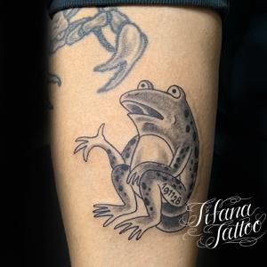 ゆるい蛙のタトゥー