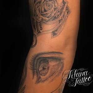 マネーローズ|目のタトゥー