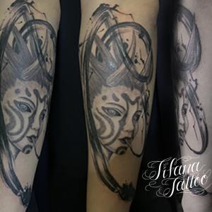 中性的な鬼のタトゥー