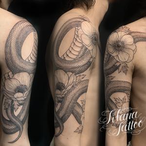 蛇とアネモネのタトゥー