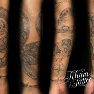 ニシキヘビ|スカルのタトゥー