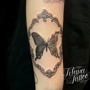 蝶|薔薇|額縁のタトゥー