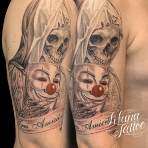仮面を持つスカル・マリアのタトゥー