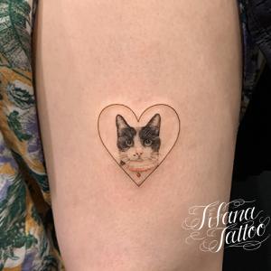ネコとハートのファインライン・タトゥー